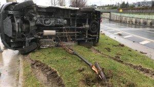 Bakırköy'de kontrolden çıkan araç yan yattı: 1 yaralı