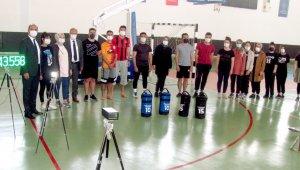 Belediye Başkanı Doğru'dan polis adaylarına spor malzemesi