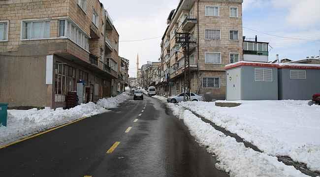 Belediye ekipleri karla mücadelesini sürdürüyor