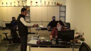 Belediyenin neşeli çaycısı personele moral oluyor