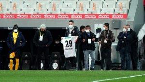 Beşiktaşlı futbolcular, Cenk Tosun'u unutmadı
