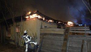 Bina yangını mahalleliyi sokağa döktü, sosyal mesafe hiçe sayıldı - Bursa Haberleri