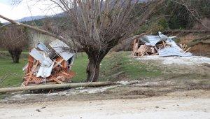 Bolu yaylarındaki kaçak yapılar yıkıldı