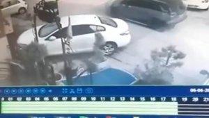 Jip sürücüsünün uyuyan köpeği ezdiği anlar güvenlik kamerasına yansıdı - Bursa Haberleri