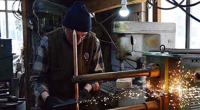 Bursalı 72 yaşındaki soba ustası gençlere taş çıkarıyor - Bursa Haberleri