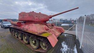Çekya'da polise top ve tank teslim edildi
