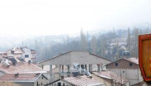 Çelikhan'a Nisan ayında kar yağdı