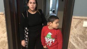 Çocuğuyla kavga eden komşusunun oğlunu dövdü: O anlar güvenlik kamerasında
