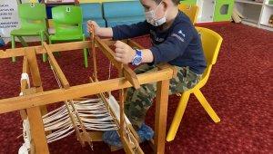 Çocuklar 'Kaplumbağa Terbiyecisi'ni çocuklar Buldan beziyle işledi