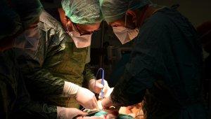 Çorum'da ilk kez kapalı kalın bağırsak ameliyatı yapıldı