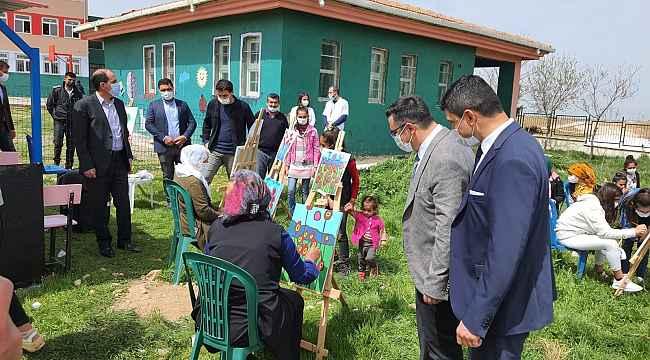 Diyarbakır'da veliler çocuklarının okullarında 'sanata dokundu'