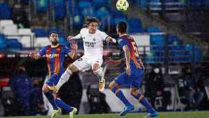 El Clasico'da Modric, Pique'yi resmen ti'ye aldı