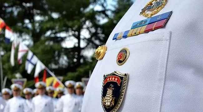 Emekli amiraller gözaltı sürelerinin uzatılması için adliyeye sevk edildi
