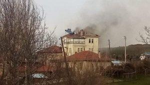 Emet'te çatı yangını korkuttu