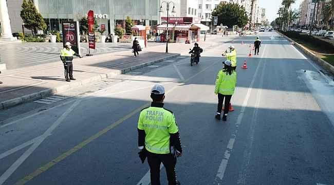 Emniyet kemeri takmayan ve cep telefonu kullanan 571 kişiye ceza