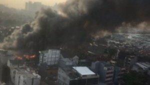 Endonezya'da hayvan pazarında yangın çıktı