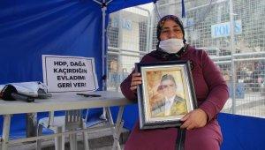 """Evlat nöbetine katılan anne: """"Benim evladımı HDP kaçırmıştır"""""""