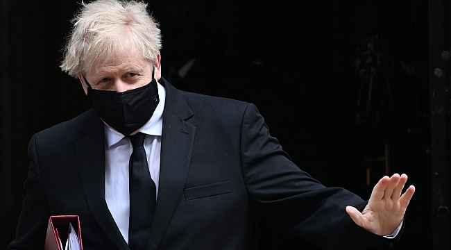 """İngiltere Başbakanı Johnson: """"Sonbaharda yeni ilaçlar sunulacak"""""""