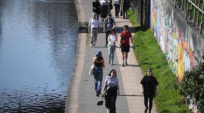 İngiltere'de son 24 saatte 2 bin 472 vaka