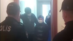 İzolasyondaki aileye polislerden doğum günü sürprizi
