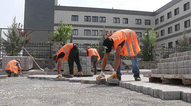 Karaköprü'de yeni yollar kilitli parkeyle döşeniyor