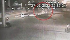 Kazada yaralanan arkadaşının ailesini hastaneye götürdü dönüş yolunda takla attı