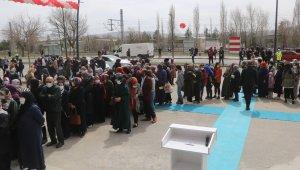 Sivas'ta market açılışında izdiham... Valilik kararı ile kapatıldı