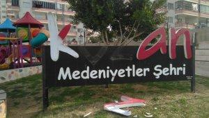 Kozan'da parklara zarar verildi
