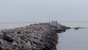 Limanda yarı çıplak bekleyince ekipler harekete geçti