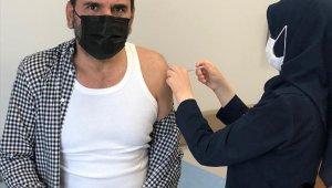 Mecnun Otyakmaz, korona virüs aşısı oldu