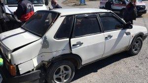 Minibüsle otomobil çarpıştı: 1 yaralı