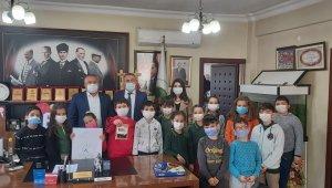 Minik öğrenciler, Başkan Başol'a projelerini sundu