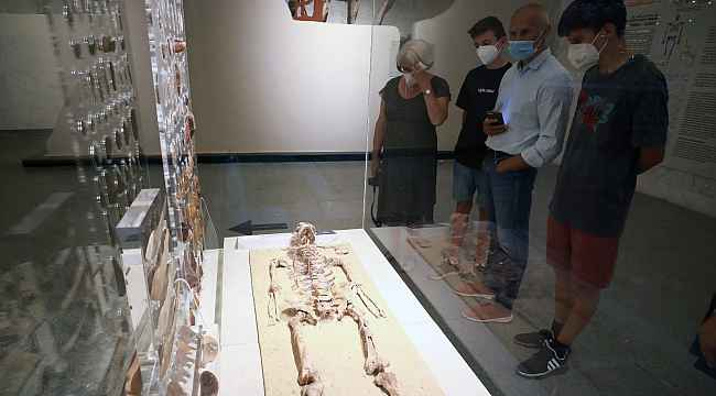 Mısır Medeniyeti Ulusal Müzesi'nde kraliyet mumyaları sergileniyor