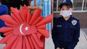 Öğrenciler polis haftasını kutladı
