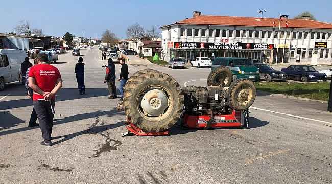 Otomobil ile çarpışan traktör takla attı: 1 yaralı