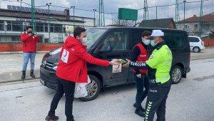 Polis gününde uygulama yapan polislere Kızılay'dan jest