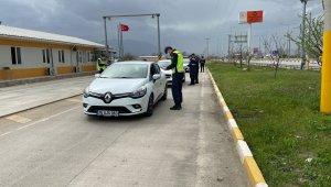 Polis ve jandarma şehrin giriş çıkışlarında göz açtırmıyor - Bursa Haberleri