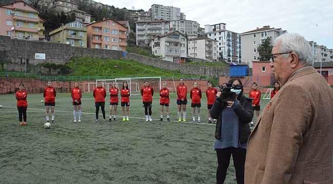 Posbıyık'tan kadın futbol takımına destek