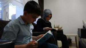 """""""Yarenler Okuyor"""" projesi sayesinde aileler kitap okuyor"""