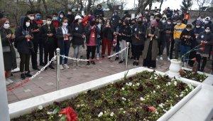 """""""Yarın Çok Genç Olacak Projesi"""" kapsamında 160 öğrenci Koca Seyit'in mezarını ziyaret etti"""