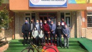 Şampiyon öğrenciye kent konseyinden bisiklet jesti