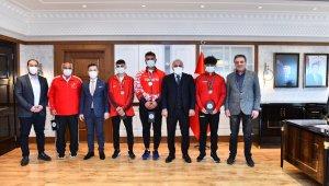 Şampiyon sporculardan Başkan Zorluoğlu'na ziyaret