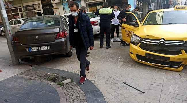Samsun'da kaza yapan otomobil kaldırımdaki yayaya çarptı: 1 yaralı