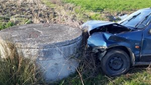 Samsun'da otomobil sulama kanalının rögarına çarptı: 1 yaralı