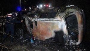 Samsun'da şarampole yuvarlanan otomobil alev aldı: 2 ölü