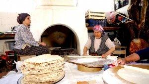 Sarıgöl'de,Ramazanlık yufka yapımı