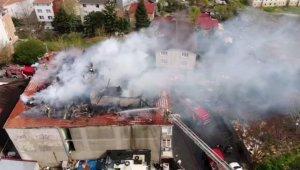 Sarıyer'de catering şirketinin çatı katı alev alev yandı