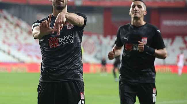 Sivasspor'da Erdoğan Yeşilyurt, gol sayısını 3 yaptı