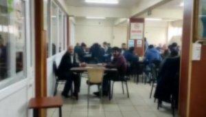 Sultanbeyli'de kahvehaneye korona baskını kamerada