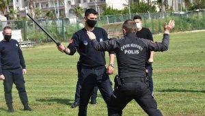 Tarsus'ta Zabıta ekiplerine 'Yakın Savunma Teknikleri ve Biber Gazı' kursu